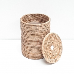 Natural cylindrical waste basket with plastic insert and cover S