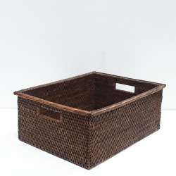 Brown rectangular basket with wide edges M